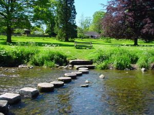640px-Gargrave_stepping_stones
